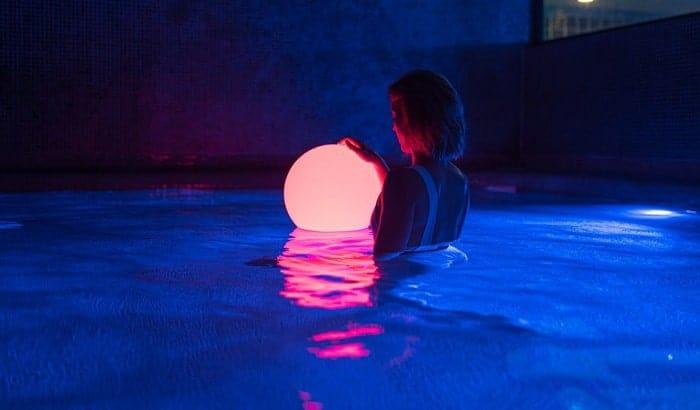 solar-power-pool-lights
