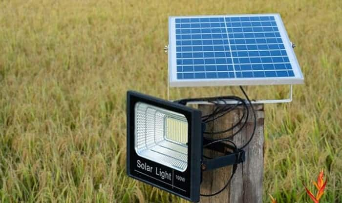 Do-solar-lights-need-to-be-turned-on-to-charge