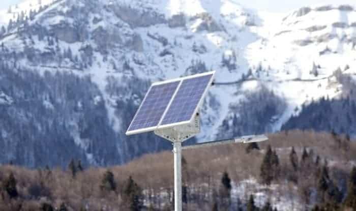 Do-solar-lights-work-in-winter