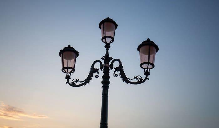 outdoor-solar-lamp-post
