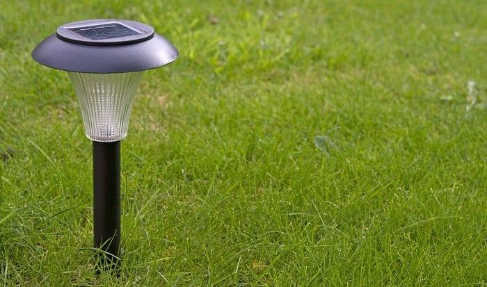 clean-solar-panels-on-garden-lights