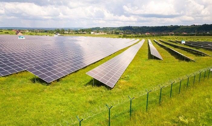 how do solar farm work