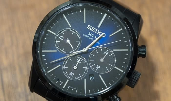 how do solar watches work