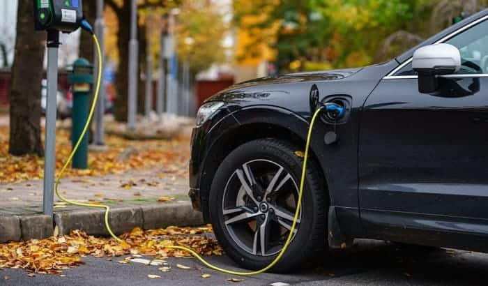 why don't electric cars have solar panels