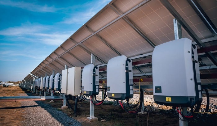 what is a solar inverter